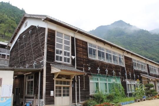 平谷小学校(旧折立中学校): 近代建築を訪ねて(近代建築・近代化遺産 ...
